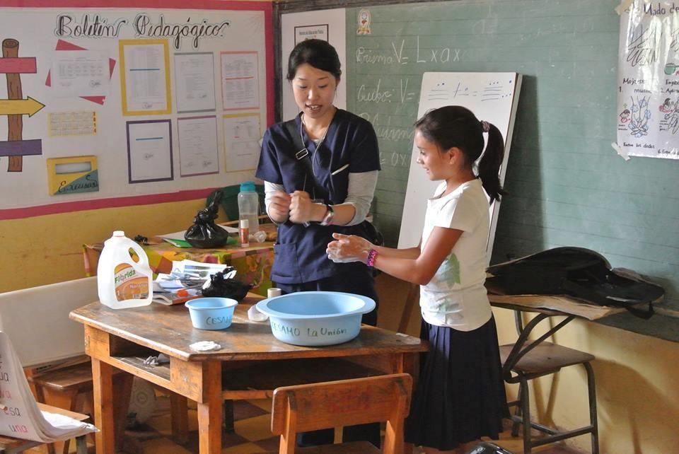 飯野写真(地域の小学校での手洗い教室の様子).jpg